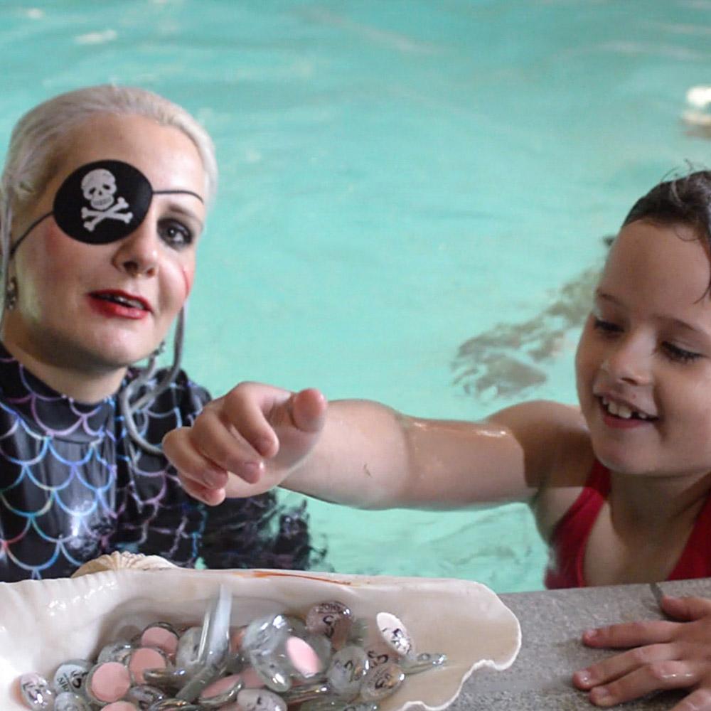 Pool Party mit Piratenmotto - Mermaid Kat World